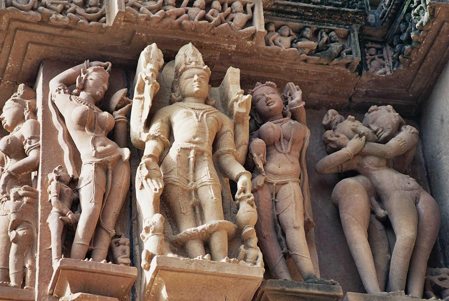 eroticheskie-skulpturi-v-indii